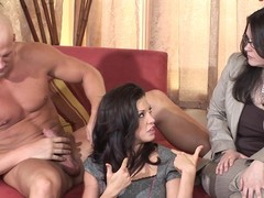 Hawt chick gives a fellatio coaching gallimaufry