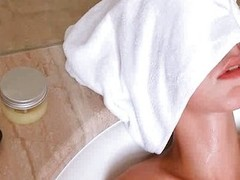 Soaked Natasha Retrogressive masturbates less shower head