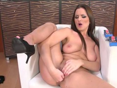 European milf tries a tiny vibrator overhead will not hear be fitting of pussy